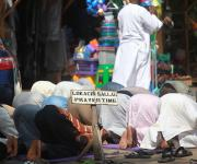 Muslims pray at a makeshift praying ground in a market in area 3 at the central business district of Nigeria's capital Abuja November 10, 2012.